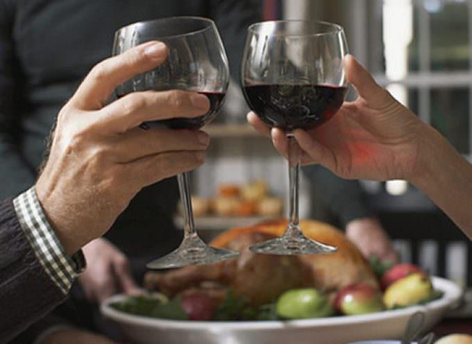 Avete bevuto? Urge alcol test: soffiate nell'etilometro del ristorante prima di uscire