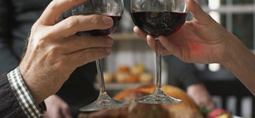 Carne e vino rosso, e cala il colesterolo