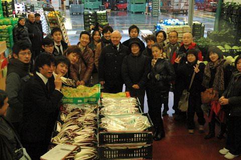 Treviso: Chef giapponesi al mercato per toccare con mano la tipicità dei prodotti freschi della Marca