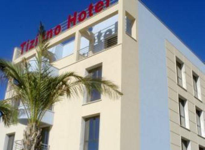 Hotel a Trapani, quattro stelle, vista mare, all'orizzonte oltre le saline le Isole Egadi