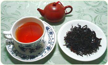 Tè verde e tè nero: contro i grassi, a favore della linea