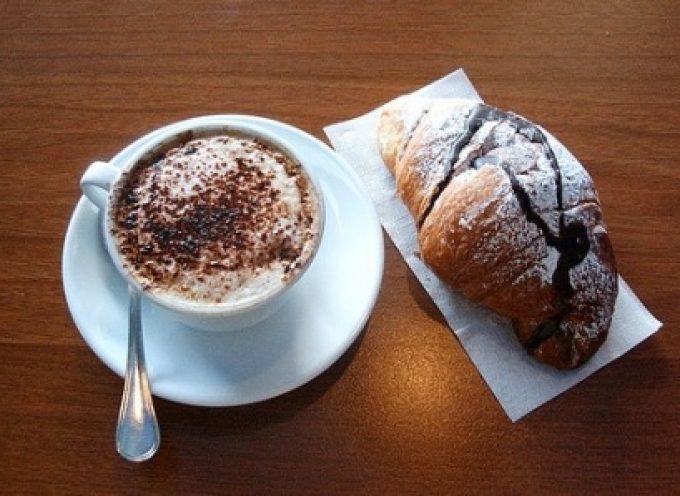 Cornetto e cappuccino: una coppia nata a Venezia