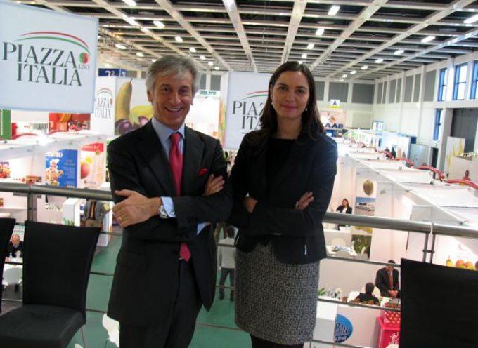 """Fruit Logistica 2011, Paolo Bruni Presidente CSO a Berlino presenta """"Piazza Italia"""", stand collettivo espositori ortofrutta tricolore"""