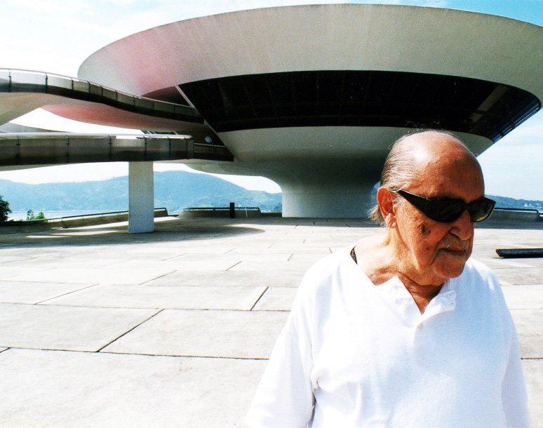Aviles: inaugurato il Centro Culturale avveniristico intestato a Oscar Niemeyer