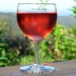 Vino, in Italia va bene il rosato. Cresce anche l'apericena
