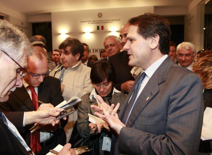 Ministro Francesco Saverio Romano: e poi dicono che i politici non lavorano!