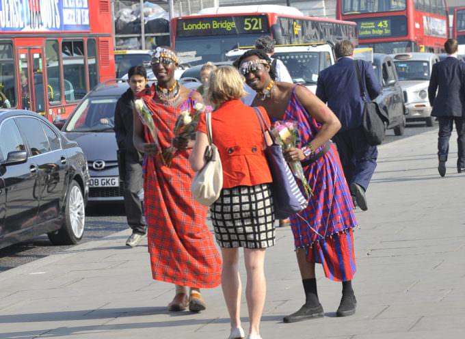 Il Kenya festeggia il Principe William e Kate Middleton donando una rosa