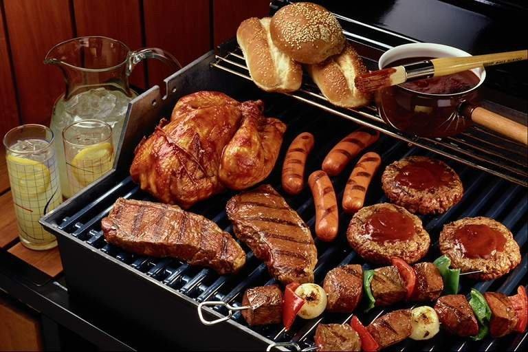 Griglia, spiedo, barbecue: 10 consigli e buon appetito