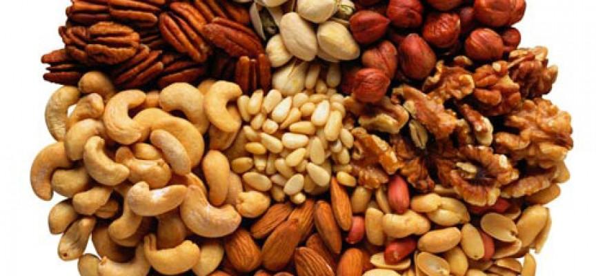 Famoso i benefici della frutta secca JR29