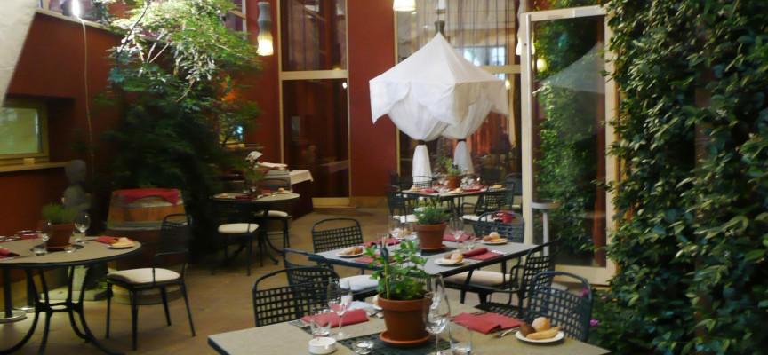 """L'Enterprise Hotel di Milano apre in giardino il """"Relax Restaurant"""" e inaugura il Garden Lunch 2011"""