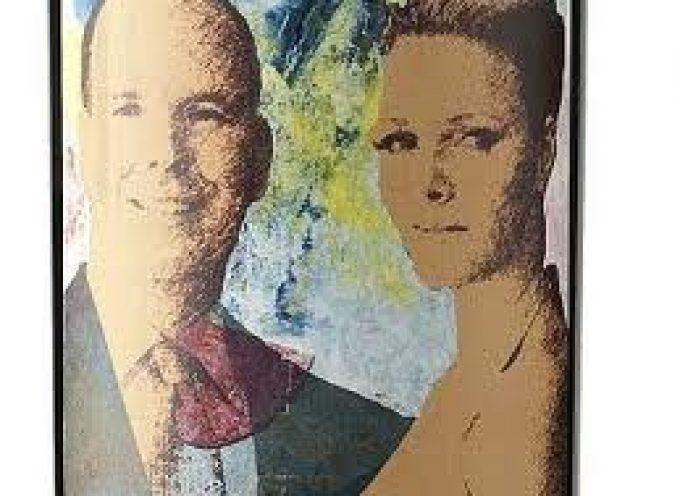Monaco, gli sposi reali finiscono in bottiglia