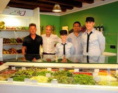 """A Venezia è nato """"Maquva"""", il primo negozio take-away di frutta e verdura"""