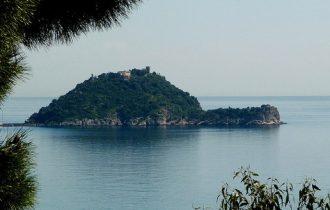 Perchè si chiama Isola Gallinara se sembra una tartaruga o una lumaca?