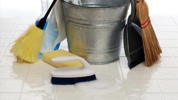 """O dentro o fuori"": pulizia o sporcizia"