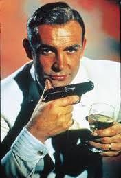 Addio al Martini, ora 007 beve birra