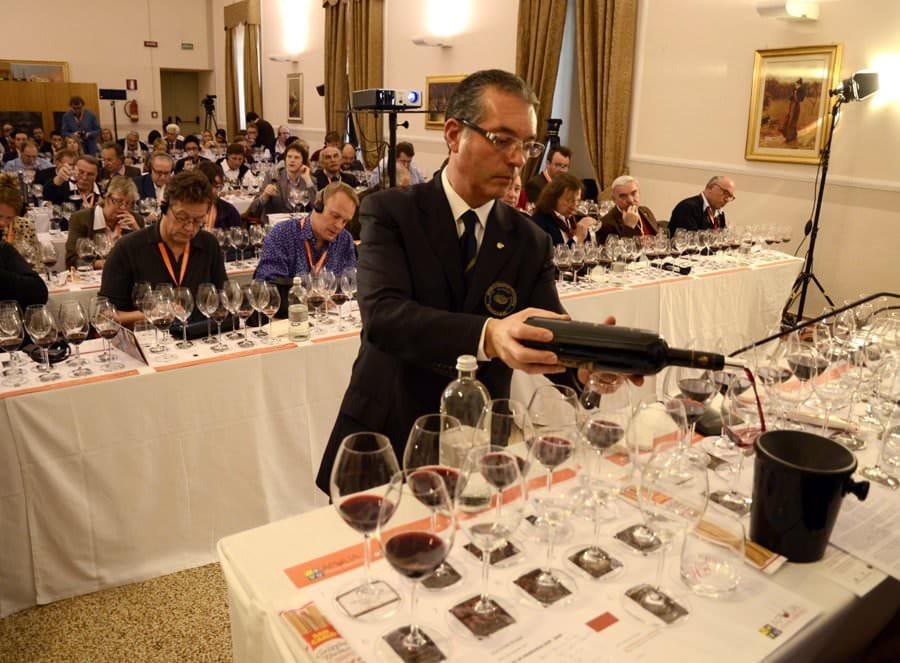 """L'enogastronomia pugliese protagonista a """"Apulia Wine Identity 2012"""""""