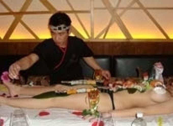 """L'ambasciata nipponica contro il body sushi: """"Non c'è reazione con la tradizione e la cultura giapponese"""""""