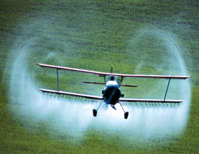 Glifosato irrorato sulle coltivazione con aerei