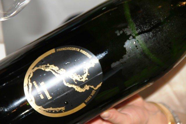 Lago dorato e calice di vino. A Laura Ferrario il Premio Monsnel Questione di Etichetta