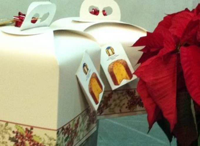 A Natale va il regalo utile: crescono abbigliamento, soldi, cibo, dolci. Tengono i giocattoli