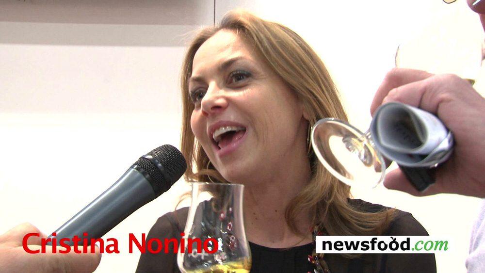 Cristina Nonino canta la canzone della Grappa di Cino Tortorella (Video)