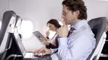 Viaggio in aereo: I passeggeri dicono no ai sedili reclinabili