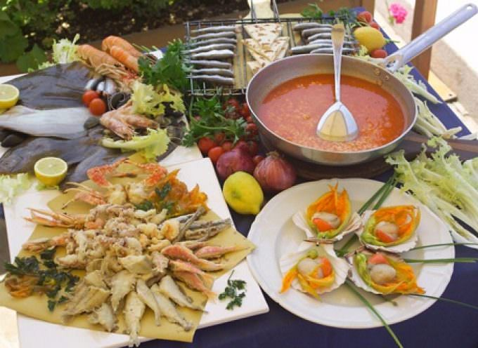 Notte Rosa a Cesenatico coi fuochi artificiali: cena con delitto al camping