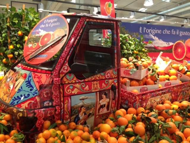 Punti vendita Unicoop: Una moto Ape 50 per promuovere gli agrumi siciliani