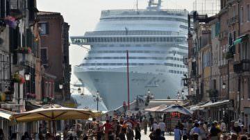 Grandi navi a Venezia: Il Tar sospende il divieto. Lo scontento di Green Italia