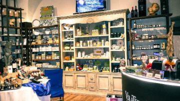 """Volterra (PI): Inaugurato lo showroom di """"VolaTerrA"""" tra enogastronomia di pregio, arti visive e cultura"""