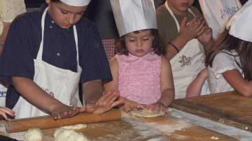 """Genitori e figli: a tavola riscopriamo le """"balle"""" alimentari"""
