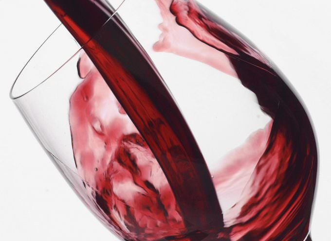 Vino rosso, nemico della carie: merito dei polifenoli