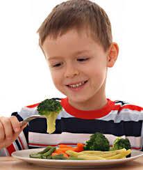 bambino, frutta e verdura