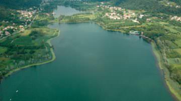 I laghi non sono un bene privato ma un bene comune della collettività