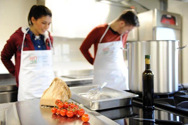 Scuola MADE: Una scuola per imparare cibo e accoglienza. E farne motivo di vita