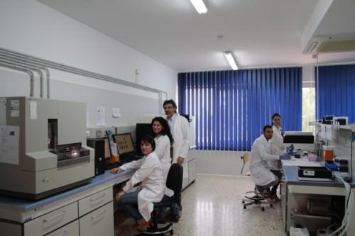 Alcuni membri del gruppo di ricerca insieme al prof. Portolano