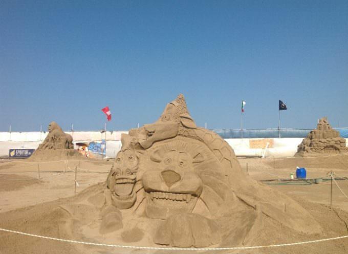 Agosto a Cervia fra mare, artigianato, sculture di sabbia, fuochi d'artificio e feste sulla spiaggia
