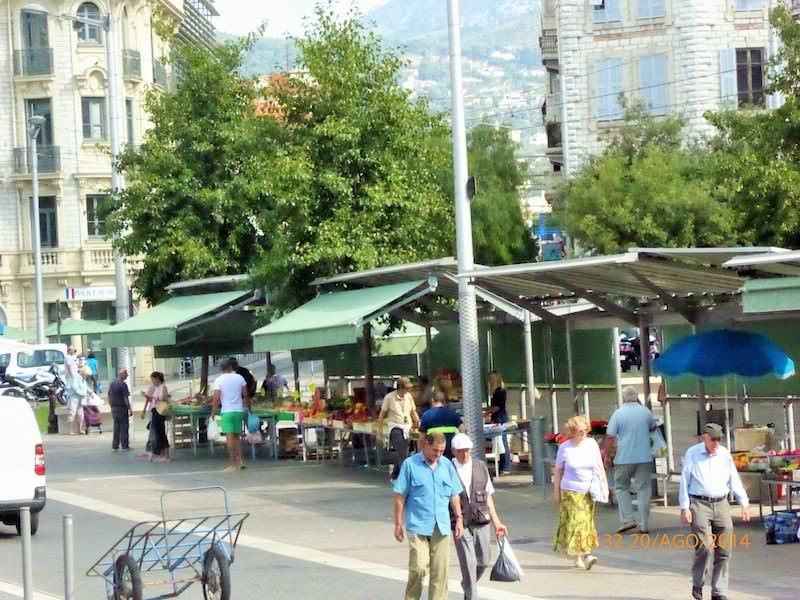 Costa Azzurra: l'Arte al Mercato della frutta di Nizza per festeggiare le sue nozze d'oro con Cuneo