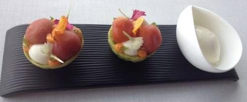Tartellette di pomodoro, basilico e formaggio Idiazabal