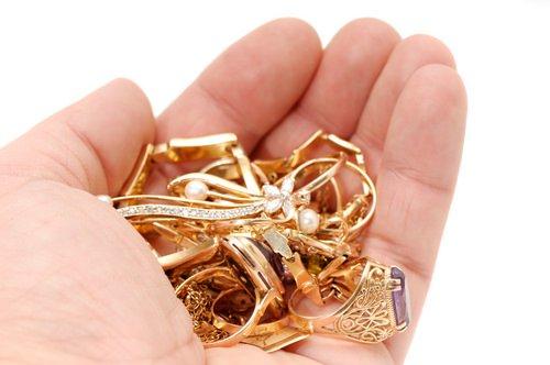 Compro Oro: una trappola  per gli onesti che si vergognano di non poter più pagare