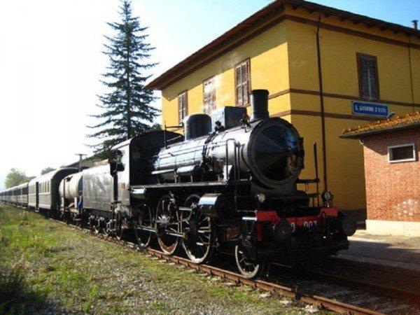 Andare per tartufi in treno a vapore a San Giovanni d'Asso alla 29ma Fiera del Diamante Bianco