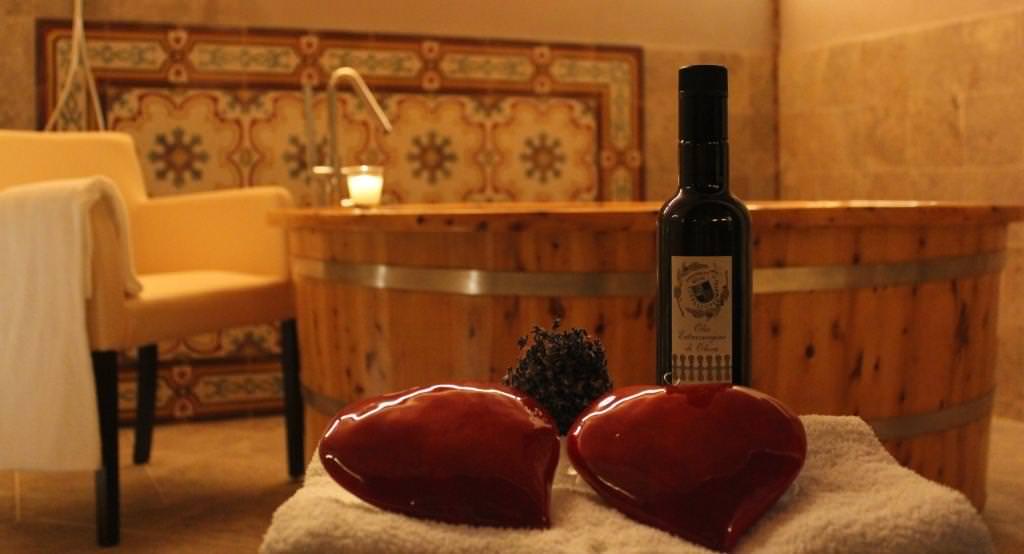 San Valentino alla Fattoria del Colle di Trequanda: Bagno nel vino e massaggio di coppia indimenticabili