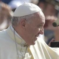 Al Papa Francesco piace il Lambrusco di Ceci con fregi in Swarovsky gialli