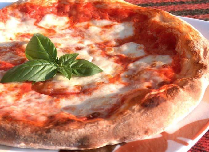 Pizza in piazza a Napoli per la DOC, ora Patrimonio dell'Unesco