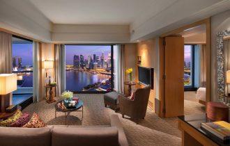 L'hotel Mandarin Oriental, Singapore festeggia i cinquant'anni di Singapore