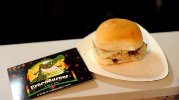 Crocoburger: Al padiglione dello Zimbabwe puoi gustare il panino farcito con carne di coccodrillo