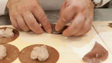 """Lo Chef Raimondo Mendolia all'Accademia della Pasta Fresca: Un corso per diventare """"Mastro pastaio"""""""
