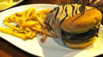 Zebraburger a Expo 2015: il panino con carne di zebra dallo Zimbabwe