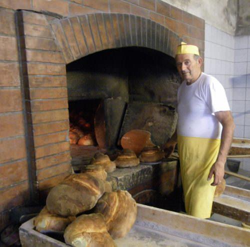Altamura - Forno S. Teresa, piazza Fieramosca 9 - Francesco Manfredi, fornaio