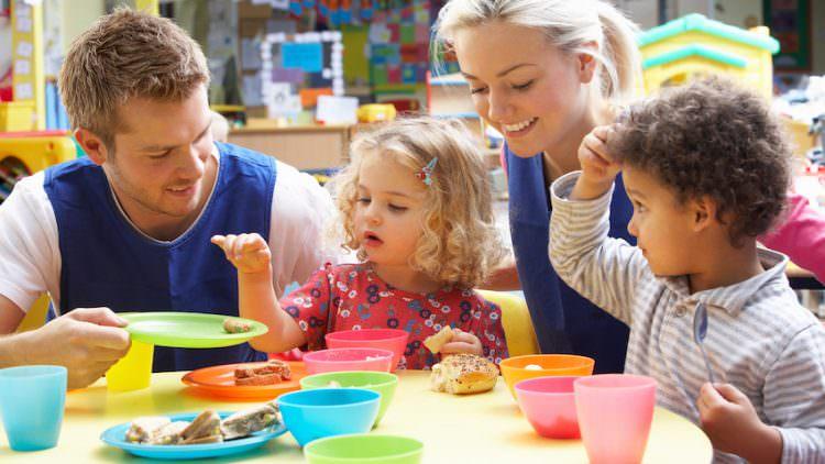 Come far mangiare i bambini senza storie, by Marco Di Lorenzi